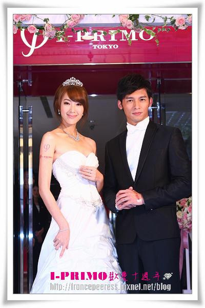 當今最受歡迎螢幕情侶溫昇豪與隋棠華麗變身甜蜜出席I-PRIMO十周年歡慶記者會.jpg